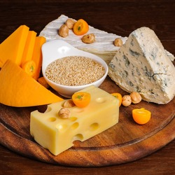 Jigsaw puzzle: Cheese and nuts