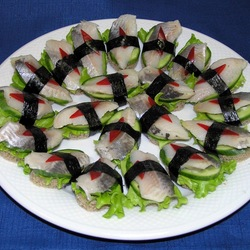 Jigsaw puzzle: Anti-sushi with herring
