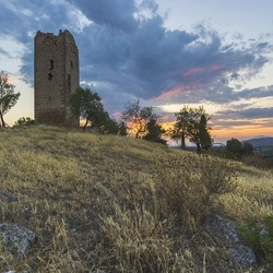 Jigsaw puzzle: Ruins of an old tower