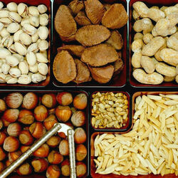 Jigsaw puzzle: Nuts and seeds