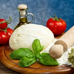 Jigsaw puzzle: Dough and tomatoes