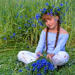 Jigsaw puzzle: Girl in flowers