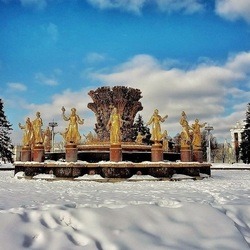 Jigsaw puzzle: Fountain in winter
