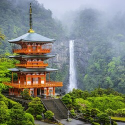 Jigsaw puzzle: Seigantoji Pagoda and Nachi-no-taki waterfall