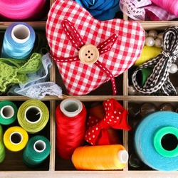 Jigsaw puzzle: Thread and heart