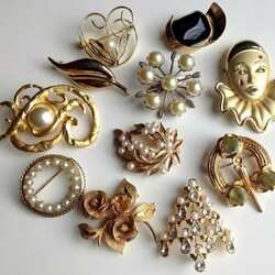 Jigsaw puzzle: Brooches