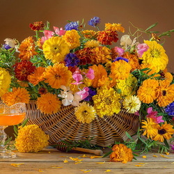 Jigsaw puzzle: Basket of flowers