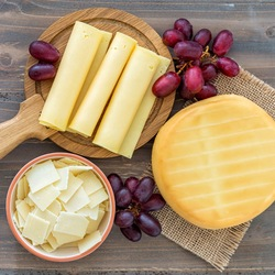 Jigsaw puzzle: Cheese and grapes