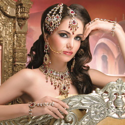 Jigsaw puzzle: Indian girls and their jewelry
