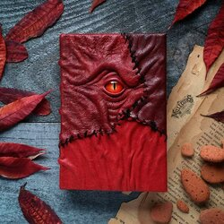 Jigsaw puzzle: Grimoire in red leather
