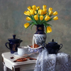 Jigsaw puzzle: Still life with yellow tulips