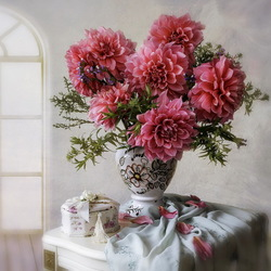 Jigsaw puzzle: Still life with dahlias