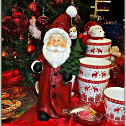 Jigsaw puzzle: Santa Claus with gifts