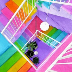 Jigsaw puzzle: Along the colorful stairs