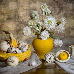 Jigsaw puzzle: Yellow and white still life