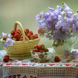 Jigsaw puzzle: Bells and strawberries