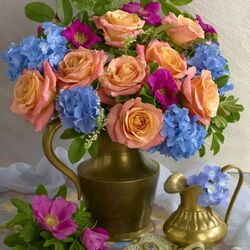 Jigsaw puzzle: Bouquet in a metal vase