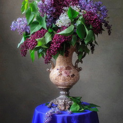 Jigsaw puzzle: Vase with multi-colored lilac