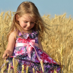 Jigsaw puzzle: Girl in a wheat field