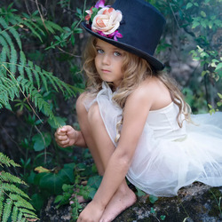 Jigsaw puzzle: Girl in top hat