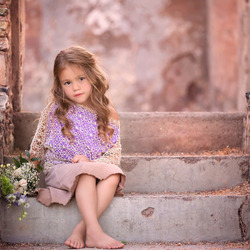 Jigsaw puzzle: Girl on the steps