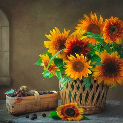 Jigsaw puzzle: Still life with sunflowers and berries