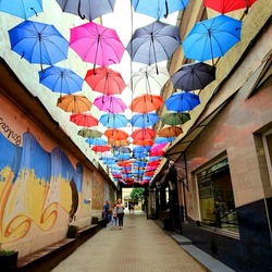 Jigsaw puzzle: Umbrellas in the passage