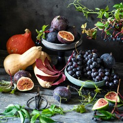 Jigsaw puzzle: Grapes and figs
