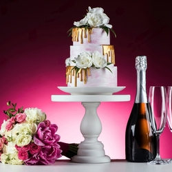 Jigsaw puzzle: Bouquet, cake and champagne