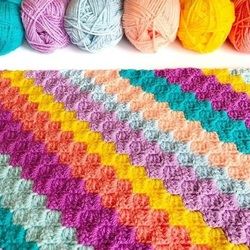 Jigsaw puzzle: Colored yarn