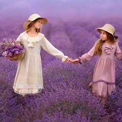 Jigsaw puzzle: Girls in lavender field