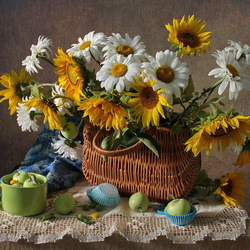 Jigsaw puzzle: Sunflowers and chamomile