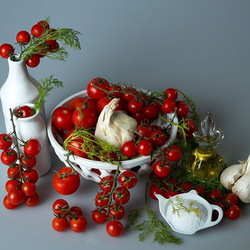 Jigsaw puzzle: Tomatoes and condiments