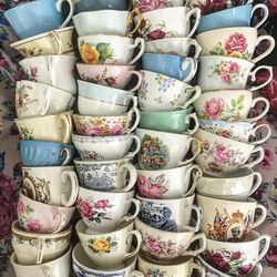 Jigsaw puzzle: Many cups