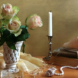 Jigsaw puzzle: Roses and shells