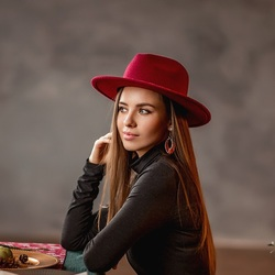 Jigsaw puzzle: A girl in a red hat