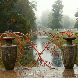 Jigsaw puzzle: Two vases in the park