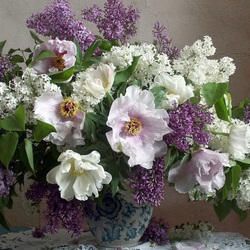 Jigsaw puzzle: Bouquet of lilac and peonies