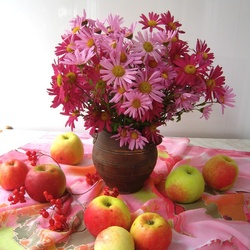 Jigsaw puzzle: Chrysanthemums and ripe apples
