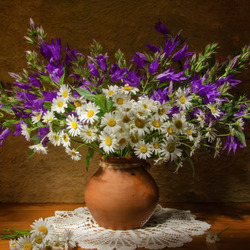 Jigsaw puzzle: Bouquet of daisies and bells
