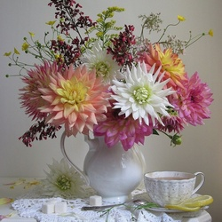 Jigsaw puzzle: Dahlias and green tea