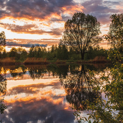 Jigsaw puzzle: The reflection of the sunset in the lake