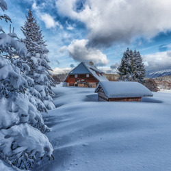 Jigsaw puzzle: House in the winter Alps