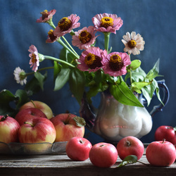 Jigsaw puzzle: Flowers and apples