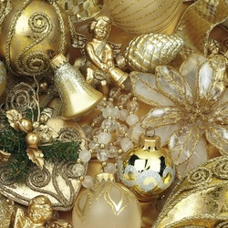 Jigsaw puzzle: Golden jewelry