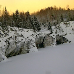 Jigsaw puzzle: Ruskeala canyon in winter