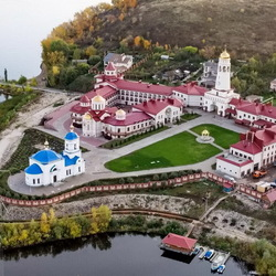 Jigsaw puzzle: Monastery on the banks of the river
