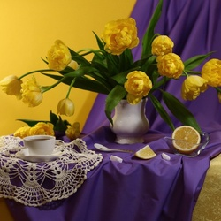 Jigsaw puzzle: Yellow-lilac
