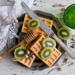 Jigsaw puzzle: Waffles with kiwi