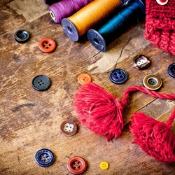 Jigsaw puzzle: Buttons and threads
